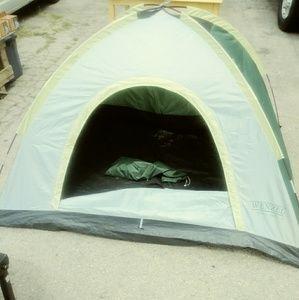 NWOT 'Wenzel' Childrens Size Tent